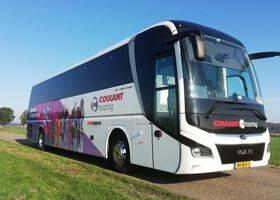 Dames SC Heerenveen rijden in een MAN Lion's Coach